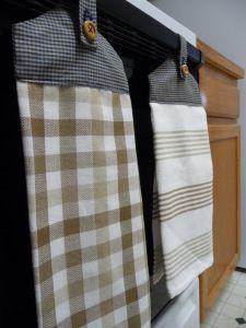 How to make hanging kitchen dish towels diy diy kitchen gifts pinterest towels dish - Hanging kitchen towel tutorial ...