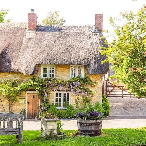 Pin By Joan Aikens On Cottages In 2020 Rent Cottage Cotswolds Cottage Thatched Cottage