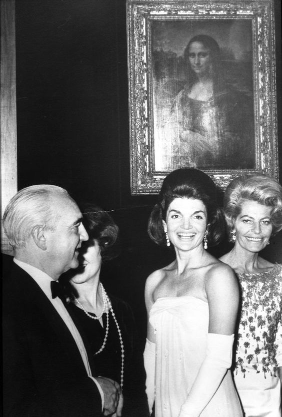 Jacqueline Kennedy with the Mona Lisa Here's a photo of First Lady Jacqueline Kennedy attending the opening of the Mona Lisa exhibit at the National Gallery of Art, Washington D.C. January 8,...