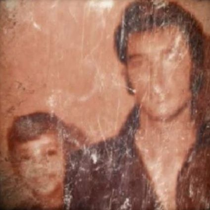 Elvis with a young Whitney Houston   Haven't seen before. Doesn't look photoshopped. Hallelujah a new Elvis pic!!