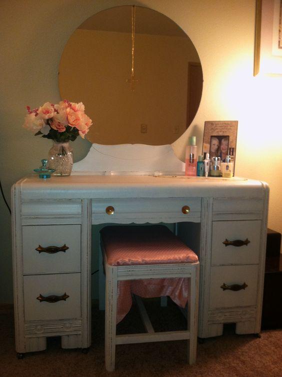 DIY Shabby Chic Vanity Paint Antique White 2 Coats Wait 24 Hrs