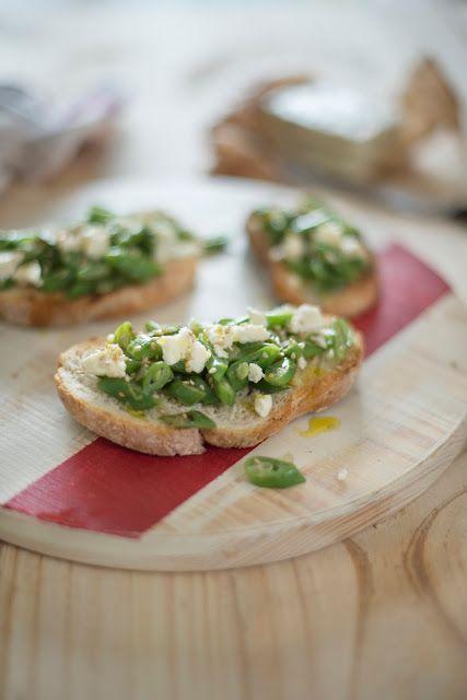 Tostas de feijão-verde e queijo feita | SAPO Lifestyle