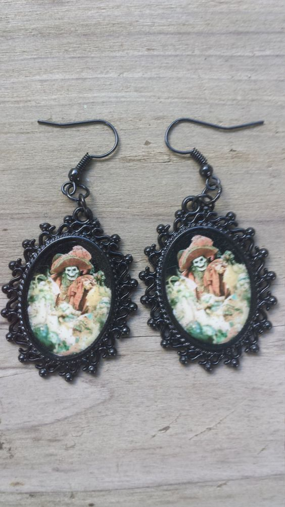 Handmade Phantom of The Opera inspired Black Dangle Earrings rockabilly, classic monsters, horror, vintage, pin-up, creepy, masquerade