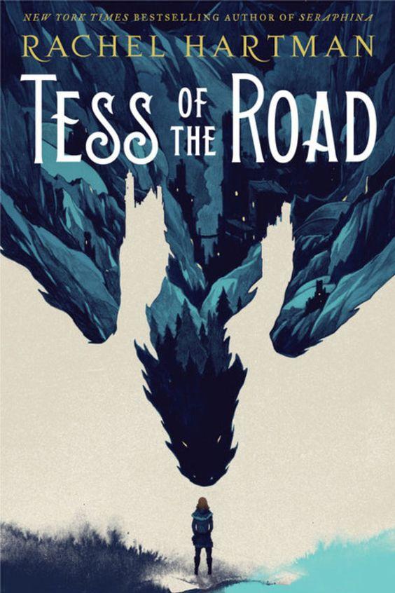 Tess of the Road de Rachel Hartman est un livre fantastique sur Tess, une jeune héroïne à la découverte de soi-même. Ce roman nous parle de guérison, féminisme, et un peu de dragons.