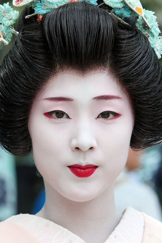 Traditional Geisha Halloween Makeup Inspiration