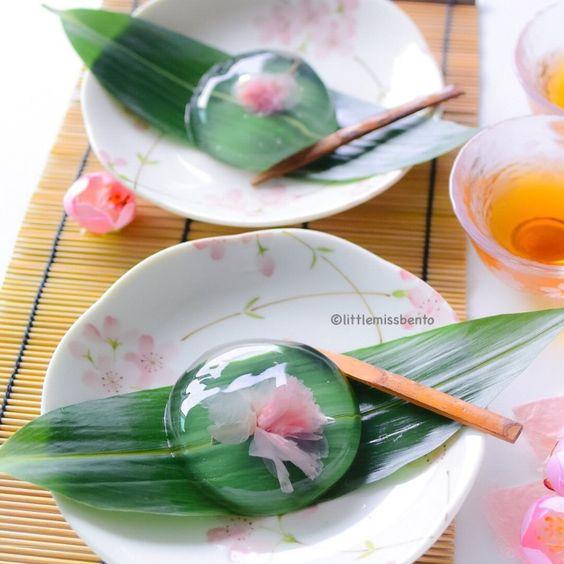 Sakura Mizu Shingen Mochi Recipe - Raindrop Cakes!! http://littlemissbento.com/2016/04/recipe-sakura-mizu-shingen-mochi/: