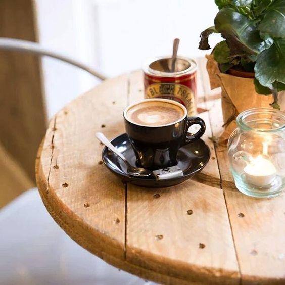 Ese café tardío ☕ en fin de semana, largo, relajado y sin prisas que sabe a gloria, ese ... #placeresdefinde #breakfast #coffeetime #murcafe #weekend