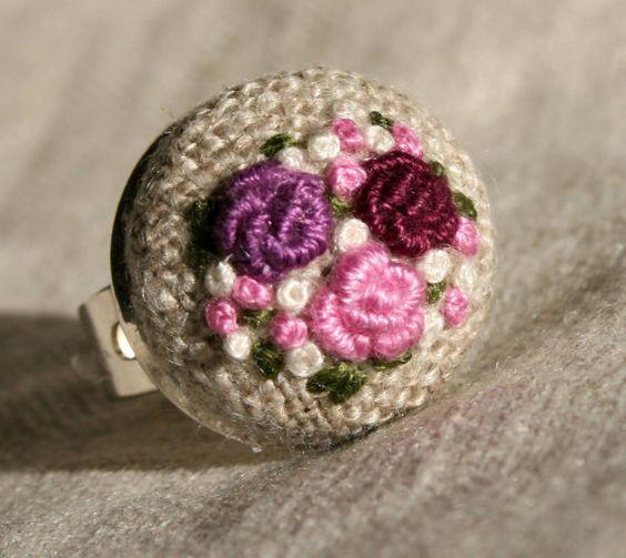 Anello di tessuto regolabile anello ricamato - lingotti e francese nodi bouquet di rose sul naturale