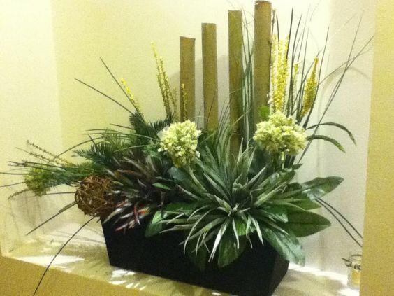 Arreglo artificial hecho con bambu seco y plantas for Como hacer adornos con plantas artificiales