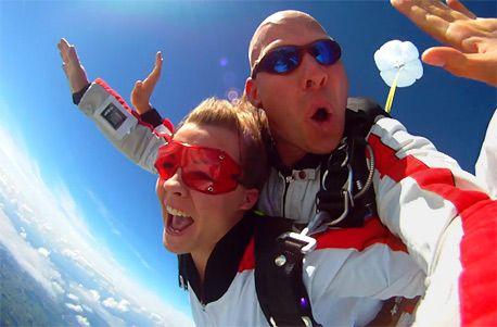Die Saison hat begonnen - ab in die Luft beim Fallschirm Tandemsprung
