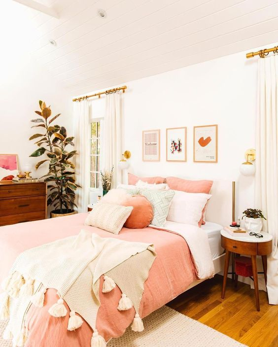 Finally sharing our master bedroom REVEAL on the blog today!! ? We definitely had trouble getting out of bed this morning ?, but now that the room is all tidy, we're excited to share the full space with you guys and a ton of photos!! . Sharing all of our blush and brass favorites on the blog, including some special pieces from luluandgeorgia plus our inspiration for the space.?✨ Link in profile! ☺️ . #newdarlingsHOME #masterbedroom #sodomino #howyouhome #bedroommakeover