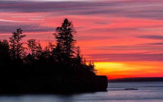 Fire like sunset on Lake Superior. #lake #lakesuperior #lakesuperiormagazine #greatlakes #puremichigan #upnorth #upperpeninsula #picturedrocks #Michigan #mittenlove #michigander #travel #tourism #sunset #penninsula by csterken