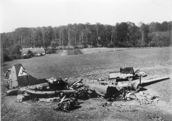 Bomber B-17G (Stormy Weather) 351st Bomber Squadron, U.S. Air Force, made an emergency landing in Denmark under the command of Captain Robert B. Clay