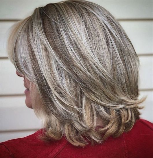14 Platinum Balayage Bob With Flicked Ends Today S Hairstyles For Women Over 50 Easily Blen Hair Styles Mid Length Hair With Layers Medium Length Hair Styles