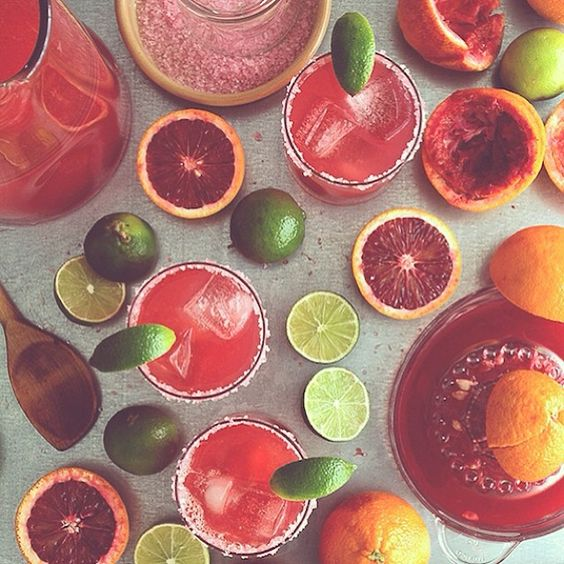 Cinco de Mayo's on Monday! (As though we needed another excuse to drink a margarita.) Our 10 favorite recipes are on the blog today. // link in profile // photo via @honestlyum