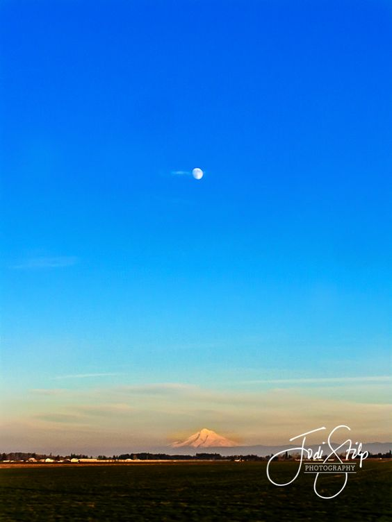 www.jodistilpphotography.com, landscapes, copyright Jodi Stilp Photography LLC, Moon over Mt. Hood