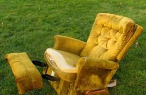 Recliner Disposal Looking For How To Get Rid Of Old Used Broken Recliner Whether You Have Just One Piece Of In 2020 Recliner How To Clean Furniture Leather Furniture
