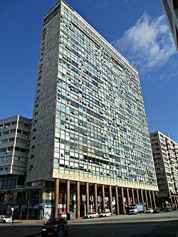 Montevideo, Uruguay. Edificio Ciudadela, obra del Arq. Sichero. ubicado sobre la Plaza Independencia, en el barrio Ciudad Vieja, en Montevideo, Uruguay.