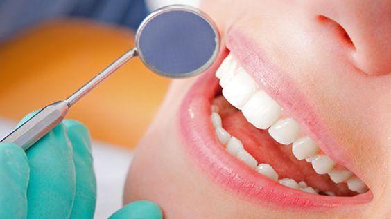 Zahnbehandlung ist teuer und oft schmerzhaft. Forscher suchen nach Alternativen im Kampf gegen Karies. Quelle: Getty Images, PR