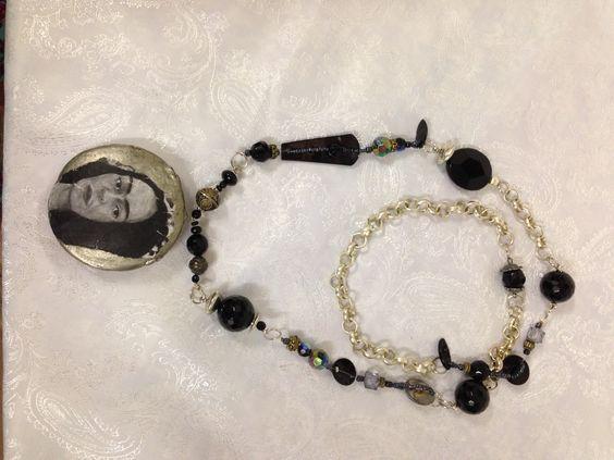 Onyx beads with Frida Karlo pendant - by Signorina's