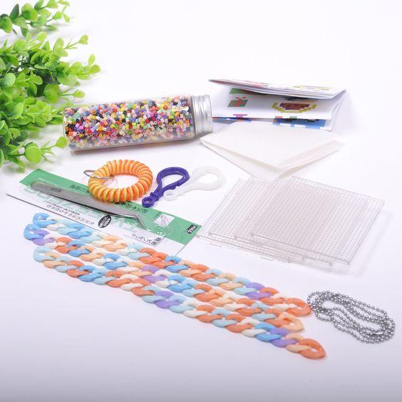 Barato 2.6 mm Hama Beads Beads 3000 / Set ( 4 pequenos Pegboard + 4 papel de ferro + pinça ) cores misturadas 100% de garantia de qualidade contas Hama, Compro Qualidade Quebra-cabeça diretamente de fornecedores da China: 1 lot=10 Bags 2.6mm Mini Hama Beads 530/Beads Bag 84 colors Available 100% Quality Guarantee Perler Beads Activity Fuse