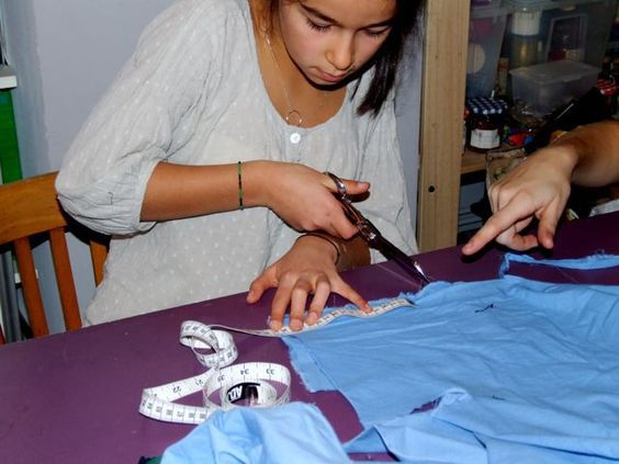 Atelier couture, mode pour enfants, à Citémômes, Rouen