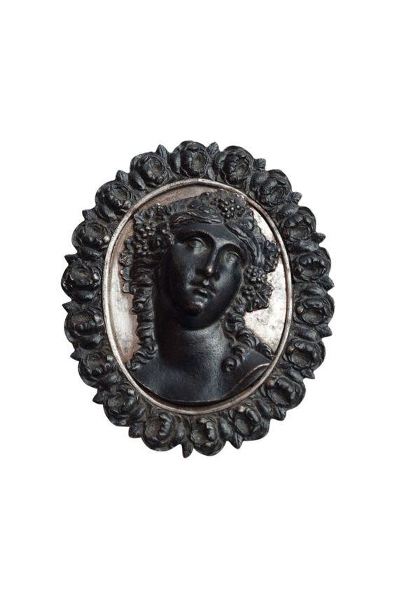 Rare Biedermeier brooch, Berlin, 1820 on www.classiqs.com
