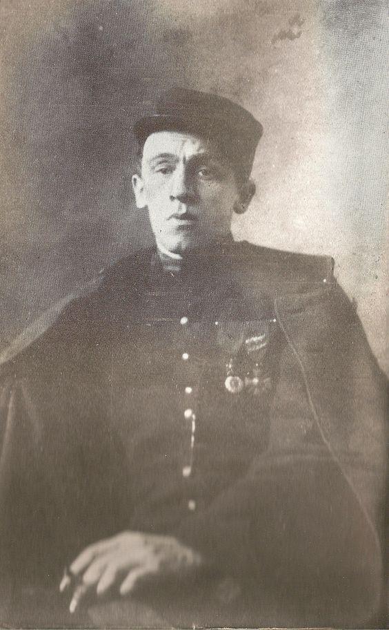 Blaise Cendrars, écrivain suisse qui s'est engagé dans l'armée française comme volontaire étranger dès 1914 et a été amputé du bras droit en septembre 1915. Il a laissé deux témoignages de son expérience de guerre : J'ai tué (1918) et La Main coupée (1946)
