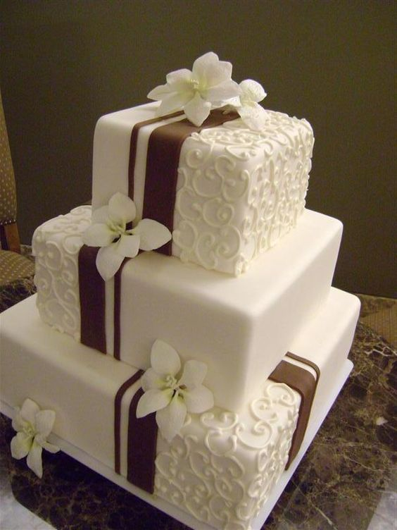 Du suchst eine Torte für einen besonderen Anlass? Schau mal, was wir gefunden haben ... Was meinst du dazu?