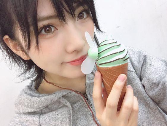 岡田奈々とミニ扇風機が可愛い