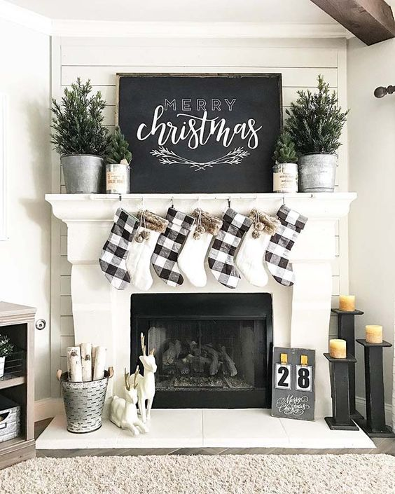 Farmhouse Buffalo Check Mantel Decor #Christmas #buffalocheck #diy #decorhomeideas