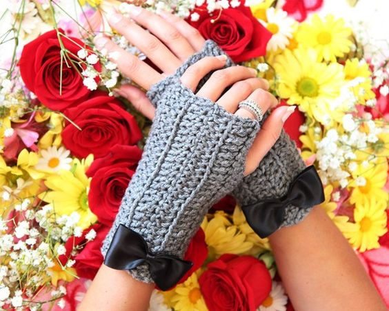 Cut crocheted gloves with bow