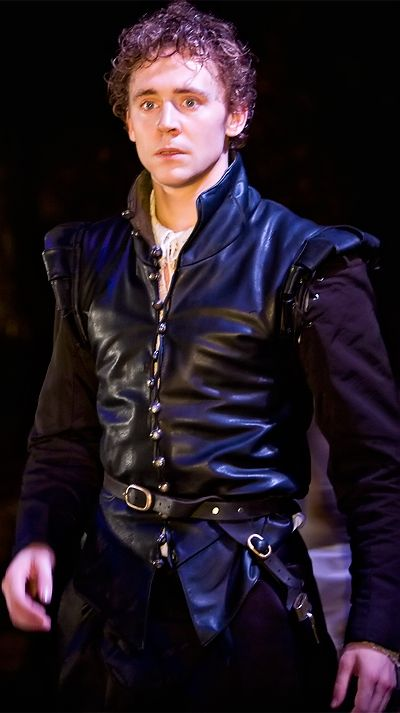 Theatre. Tom Hiddleston as Cassio in Othello (2008). Enlarge photo: http://imgbox.com/3aodKJtb