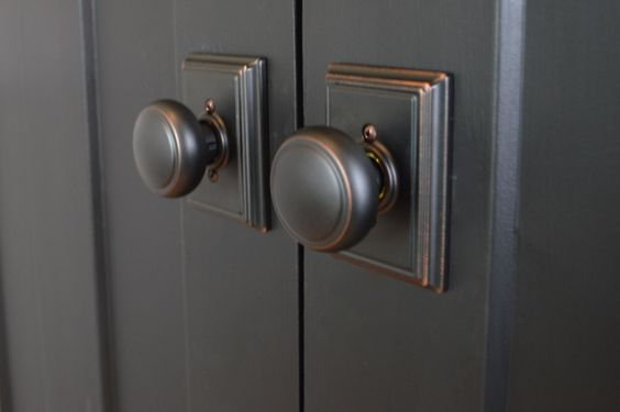 Choosing door hardware for a farmhouse