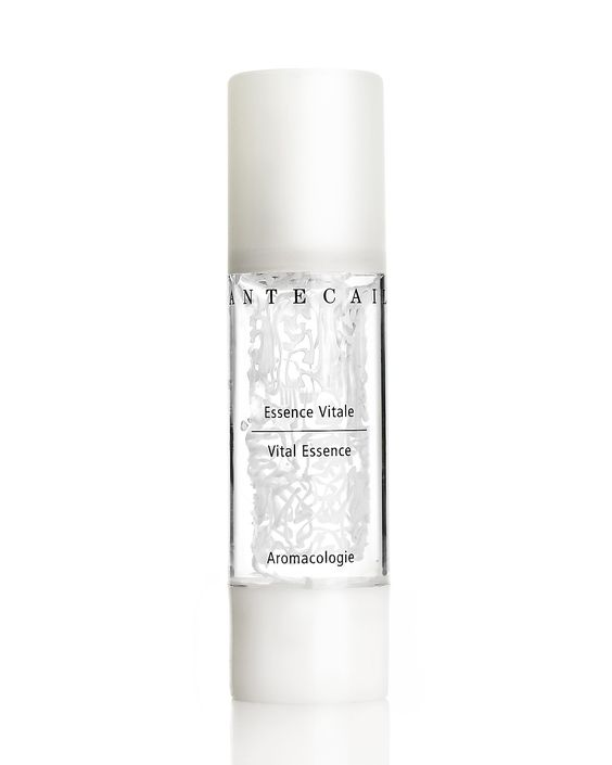Combine technology and tradition with this innovative anti-aging gel. Chantecaille Vital Essence Instantly smooths and hydrates skin while powerful natural antioxidants fight the signs of aging.