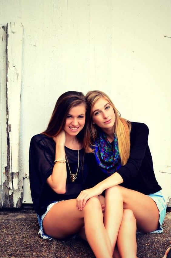 Best friend poses, Friend poses and Best friends on Pinterest