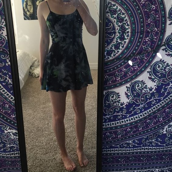 American Eagle Dress Good condition, pretty short! NO TRADES, do not ask me to lower the price, make an offer American Eagle Outfitters Dresses Mini