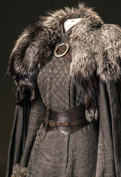 Sansa robe à plastron grise