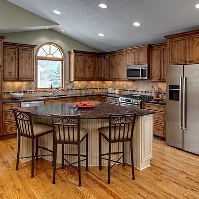 There's a little bit of a rustic style to this L shaped kitchen layout and the center really helps to improve the rustic and cottage feel of the entire room.
