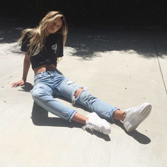 Best Photo Poses for Girls in Jeans