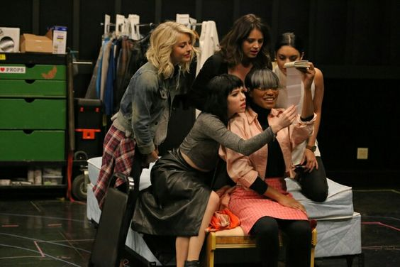 julianne hough, kether donohue, vanessa hudgens, carly rae jepsen, and keke palmer backstage in rehearsal for grease live