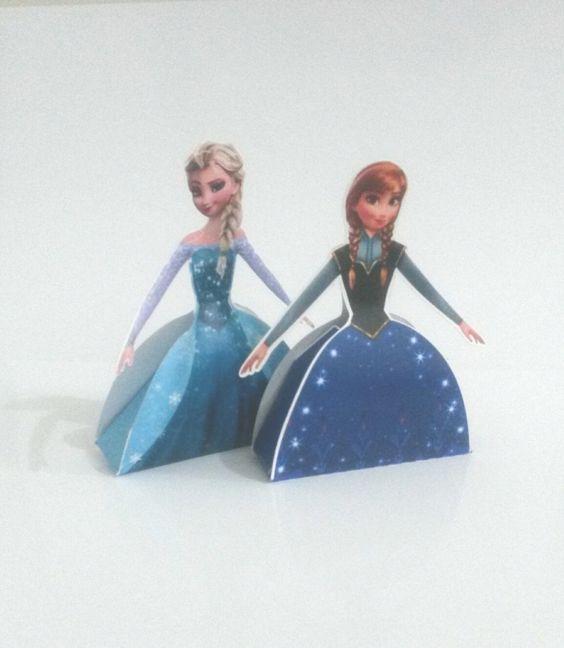 Caixa Vestido - Frozen <br> <br>Produzido em papel fotográfico 180g <br>Medidas: <br>Altura 14cm <br>Comprimento: 10,5cm <br>Largura: 3cm
