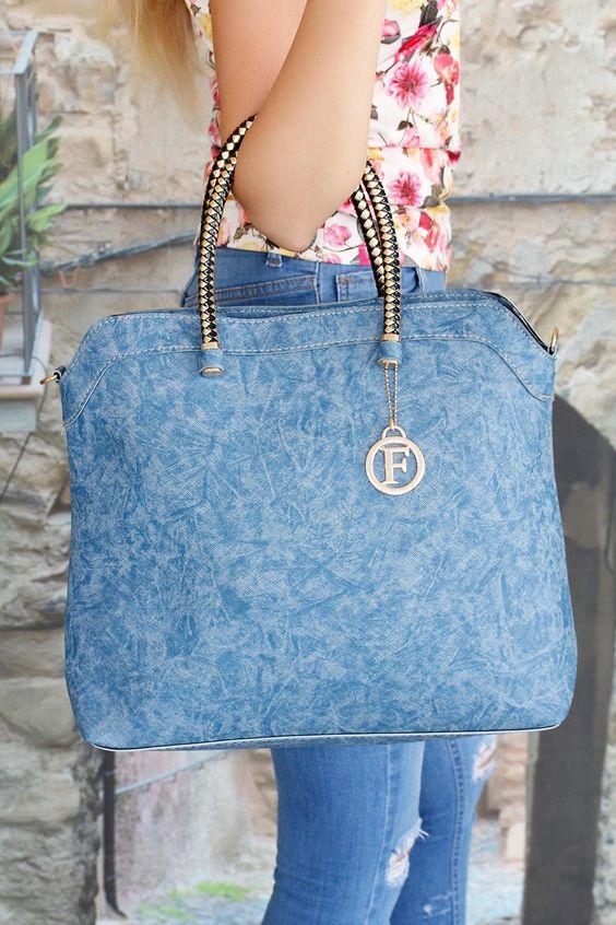 Şık tasarım Mavi Kendinden Desenli Çapraz Askı Aparatlı Bayan Çanta modeline…