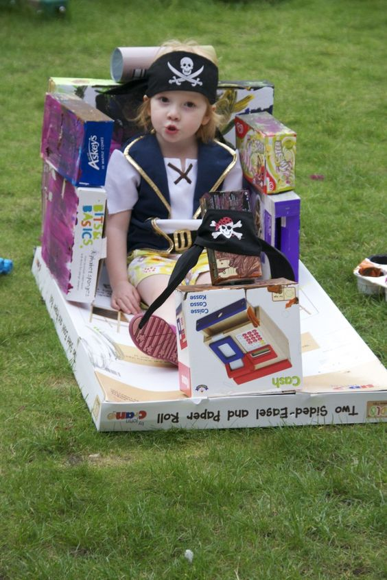 Makedo, build a cardboard pirate ship