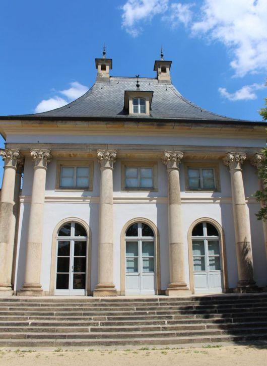 Zauberhaftes Schloss Pillnitz Landeiundco De In 2020 Schloss Pillnitz Schloss Freitreppe