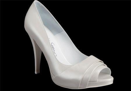 Resultado de imágenes de Google para http://www.hispabodas.com/img/fotos/643-zapatos-de-novia-2011-modelo-diana-.jpg