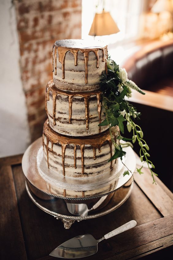 From mini chocolate cupcakes to show-stopping chocolate cake masterpieces, these recipes bring the beloved flavor to any wedding event.
