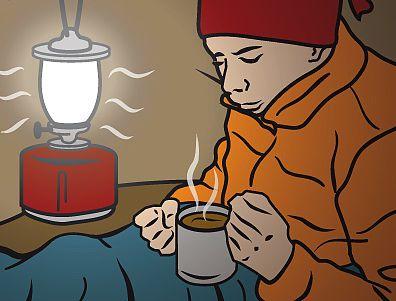 Laterne und heißer Tee gegen kalte Zeltnächte
