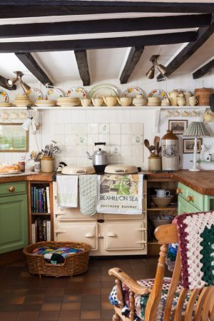 Cottage kitchen with Esse stove: