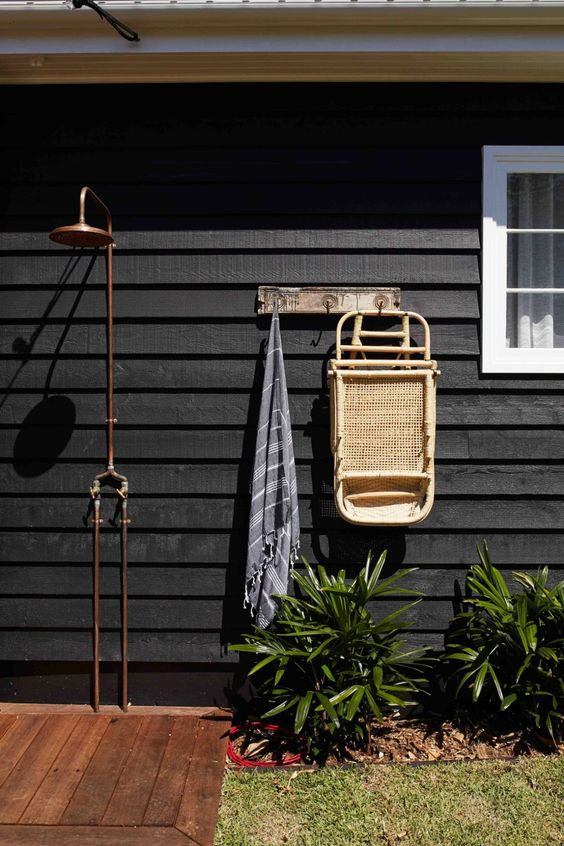 Some great outdoor shower ideas -  beach house inspiration!